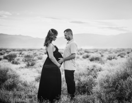 Maternity photoshoot Lucerne Valley California with Jake Shoots People
